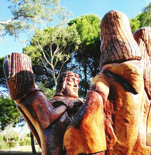 Streetphotography Group Hug Heads Statue Wood Wooden Human Representation Treen Wood Carving Sculpture Woodcarving Wood Art Art TreenSculptures WoodArt Redgum Woodwork  Wooden Sculpture Carved Wood Carved In Wood Tree Carving Carved Tree Wood Carving Art Wooden Art Carved Wooden Figures Treenporn TreenArt Sculptures Carvedinwood Carvedwoodenfigures