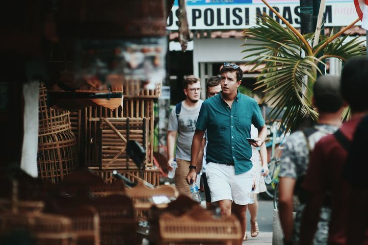 Turist.. Two People Business Finance And Industry Mid Adult Happiness Retail  Adult Smiling People Adults Only Lifestyles Young Adult Real People Togetherness Friendship Indoors  Day City Only Men Traveling Travel Photography Mix Yourself A Good Time EyeEmNewHere