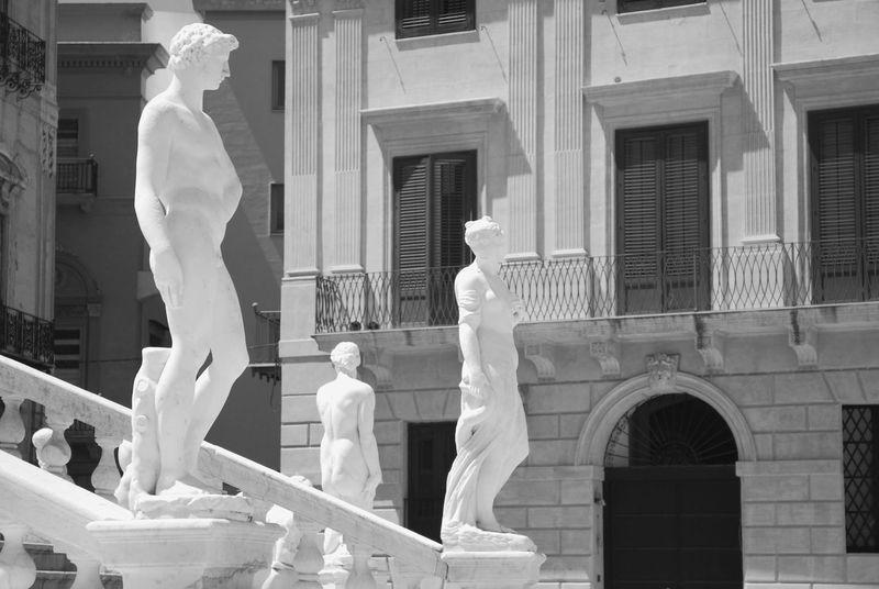 piazza della vergogna o Pretoria Arte Clasico Black And White Palermo, Italy Piazza Della Vergogna Piazza Pretoria Sculpting A Perfect Body Sculpture Sicily Statue