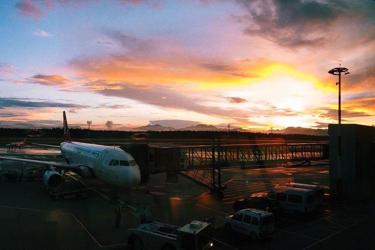 Unforgettable sunset 🌅 💙 Throwback #sunset #slovenia #ljubljana #airport #amazing #clouds #europe First Eyeem Photo