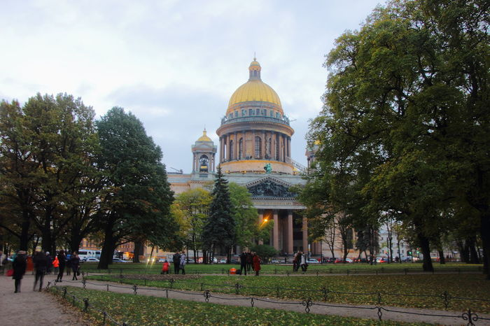 The Saint Isaac Cathedral as seen from the Alexander garden. Alexander Garden Russia Saint Isaac's Cathedral Saint Petersburg, Russia Saint-Petersburg Travel Architecture Garden Place Of Worship Religion Russian Travel Spirituality