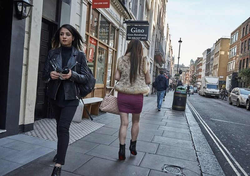 Walking Streetphotography Two Girls LONDON❤ Street Photography Streetphoto Londonstreets Street Photo Girl Candidshot London Streets Candid Photography Outdoors Sidewalk Street City Life Streetdreamsmag Streetphotographer Sidewalk London London London!!! Londononly Urban Life London Calling Fitzrovialitter Building Exterior