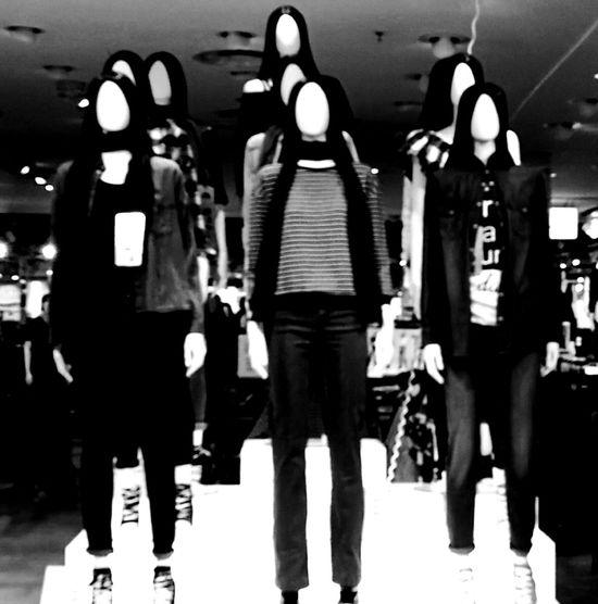 Imparerai a tue spese che lungo il tuo cammino incontrerai ogni giorno milioni di maschere e pochissimi volti ... (Pirandello)Silhouette No People People And Places City Life Woman Portrait Comunication Huaweiphotography HuaweiP9 EyeEm Bnw Bw Photography Blankandwhite