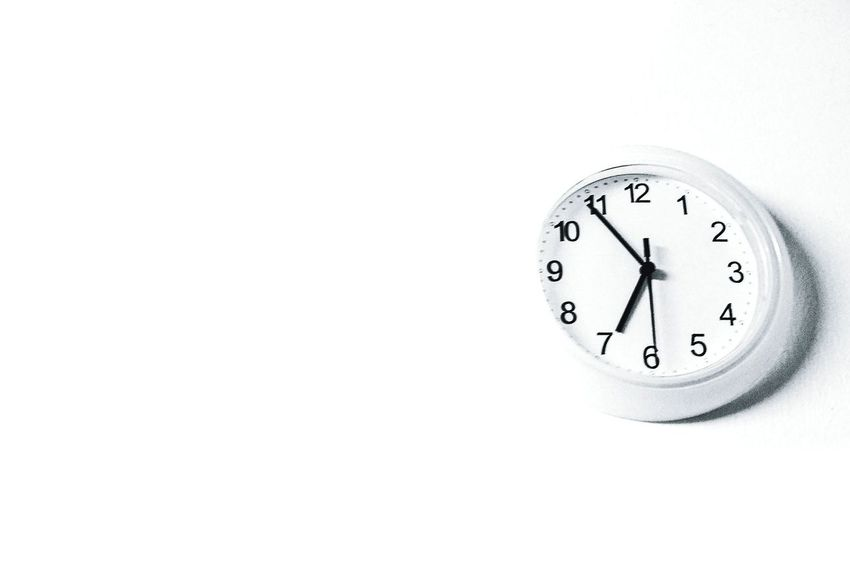 Monochrome Photography Time Clock Copy Space Clock Face Number Single Object Simplicity Studio Shot Instrument Of Time Alarm Clock Close-up White Background Round Minute Hand Hour Hand Circle Geometric Shape No People