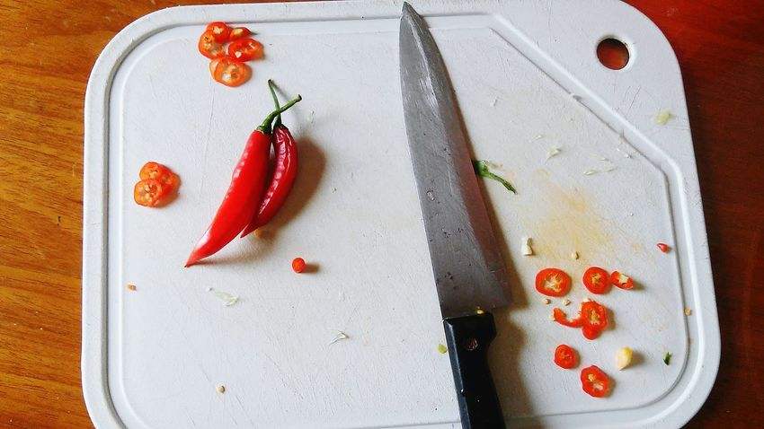 Food High Angle View Healthy Eating No People Close-up Ready-to-eat Indoors  Day Low Angle View Ipatinga Manualfocus EyeEmbestshot Beauty In Nature EyeEm Best Shots Green Color Bestshot Freshness Chili Pepper Red Chili Pepper Peppers Red Indoors  SLICE Pimenta Nature
