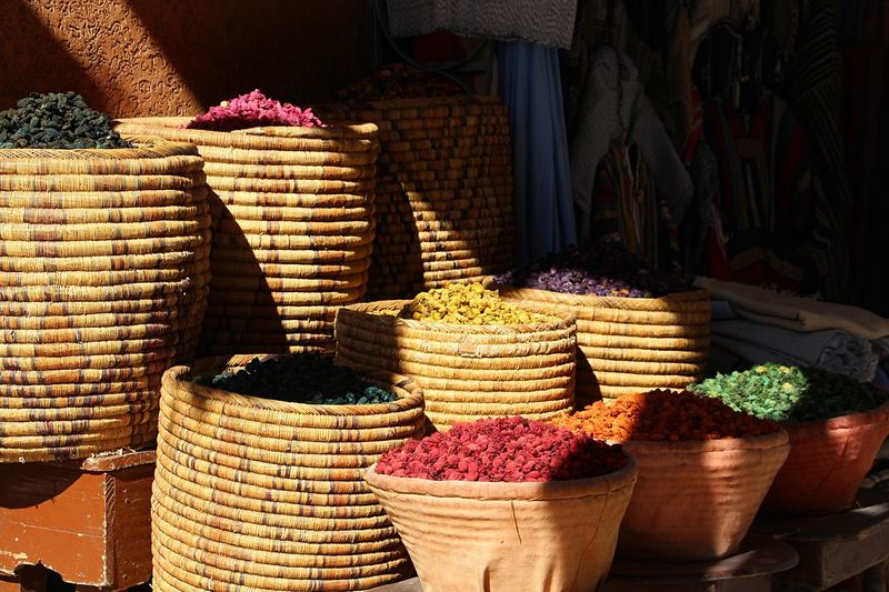 Spices EyeEmNewHere Large Group Of Objects Choice For Sale Variation Abundance Market Arrangement Basket No People Retail  Container Sack Day Sunlight Market Stall Business Food And Drink Collection Freshness Stack EyeEmNewHere