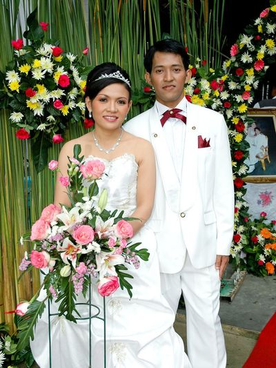 Bridegroom Bride Wedding Dress Flower Young Women Bouquet Portrait Married Happiness Togetherness Bunch Of Flowers Wearing Flowers Wreath Wreath Gay Rights Christmas Bauble Hydrangea Flower Market Laurel Wreath Floral Garland Groom Flower Shop Marigold Flower Arrangement Blooming Florist Valentine Day - Holiday Rhododendron Flower Head Rose - Flower