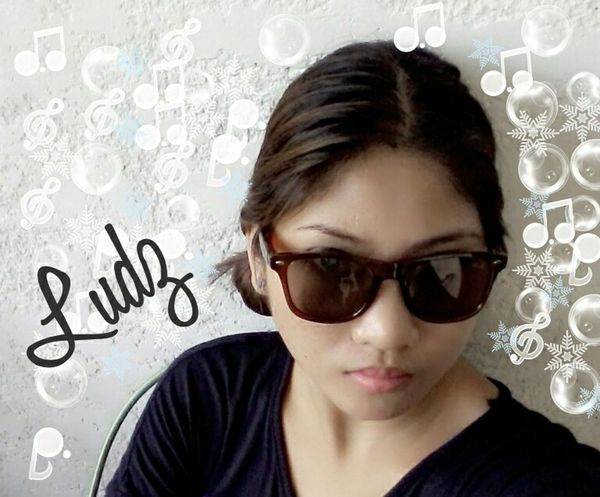 The Portraitist - 2015 EyeEm Awards The Fashionist - 2015 EyeEm Awards Sunnies Simple Beauty Just Me Proud Pinay :) Singlebuthappy
