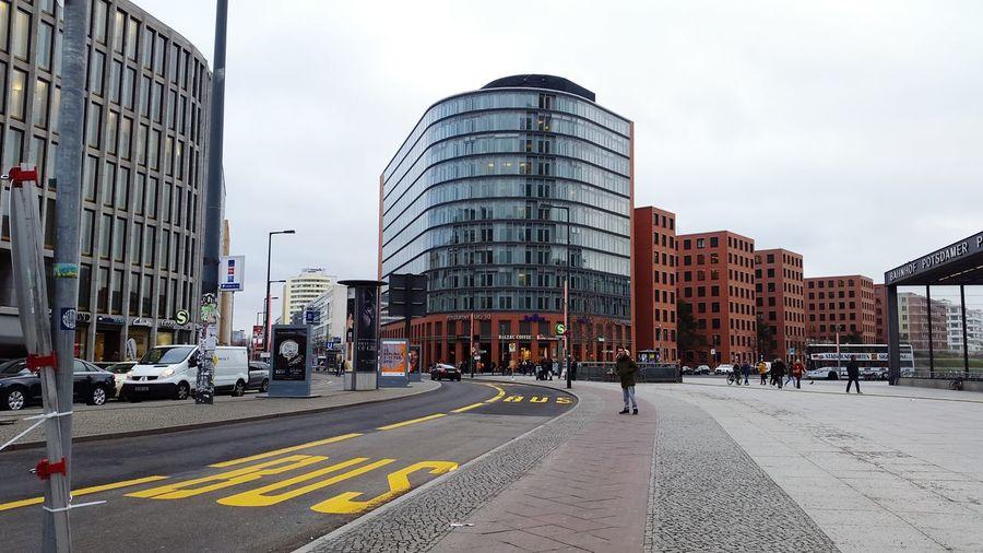 Potsdamerplatz Bus Car Building Balzaccoffee Straßenbahn Zebrastreifen