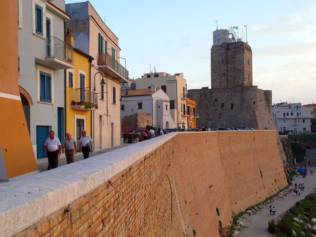 Promenade of the historic center of Termoli Castle Promenade Termoli  Wall Architecture Building Exterior Buildings Built Structure City Italy Large Group Of People Molise Outdoors Real People Residential Building Street Termoli City Travel Destination Urban Landscape Urban Skyline