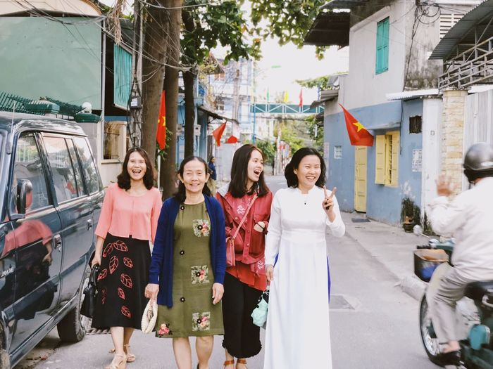 Mah girls Women Group Of People Smiling Architecture City Adult This Is Family Happiness Females Street Emotion Real People International Women's Day 2019