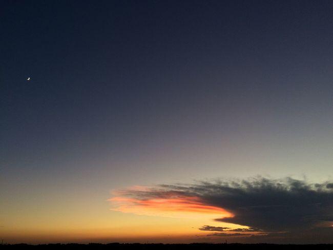 でかい雲で反対側はこの雲の影で2色の三角出来てた。 月と富士山も見えた。 IPhoneography Clouds And Sky Sunsets
