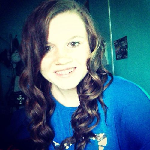 Selfie ✌ Selfie ;) Curly Hair ❤ Curly Hair! I don't look like myself today, though I feel beautiful.