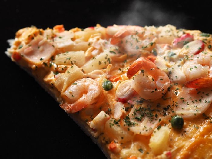 Close up slice of pizza over dark background. Copy Space Dark Fast Food Hot Shrimp Smoke Black Background Close-up Delicious Food Food And Drink Freshness Healthy Eating Indoors  Italian Food No People Pizza Pizza🍕 Ready-to-eat