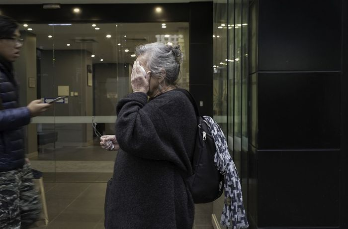 Street Only Women One Woman Only Streetphotography Candid Wounded Melbourne Athexphotographs The Week On EyeEm