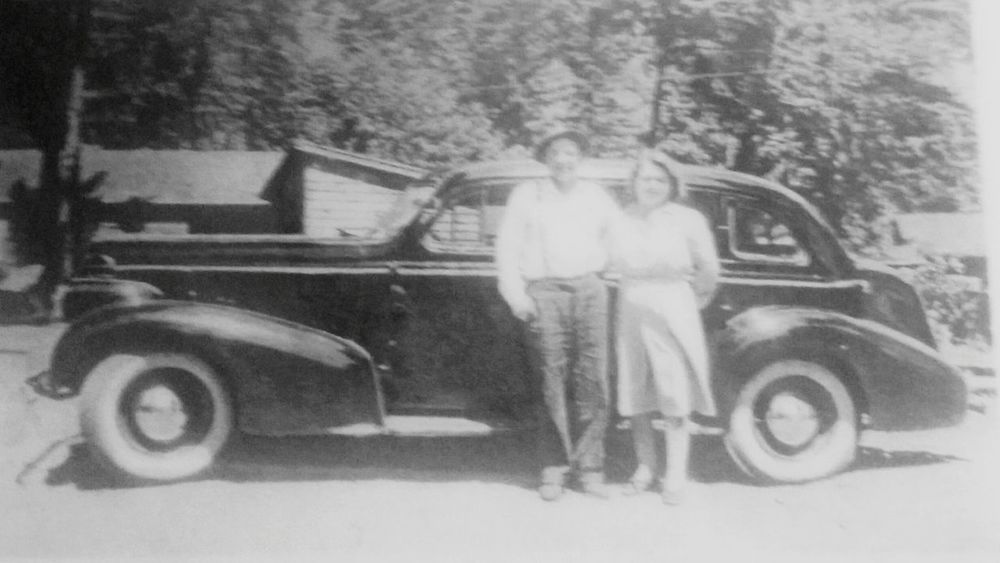 1940 Oldsmobile! Unusual Find Vintage Cars Automobile Mobile Photography Antique Car Cool... Unique Beauty Awesome! Outdoors Photograpghy  Old But Awesome Old-fashioned Oldpicture Old Car Olden Days Older Photos Oldentimes Postcode Postcards