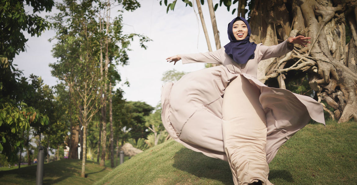Hanging Out Check This Out Hello World EyeEm Gallery Hijab Singapore EyeEm Best Shots Potrait_photography Followme Eye4photography  Hijabbeauty Potrait Of A Friend Rx1r Sony Hanging Out Check This Out Love Couples Potrait Of Woman Twirl Dress