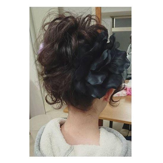 ヘアセット Hairアレンジ ヘアアレンジ Hair 美容院 錦 セットサロン 成人式 ヘアー アップ 大人可愛い Byshair Locari 波ウェーブ 卒業式セット♡ ウェーブのサイドのお団子崩した感じに♡ くるんが可愛い♡