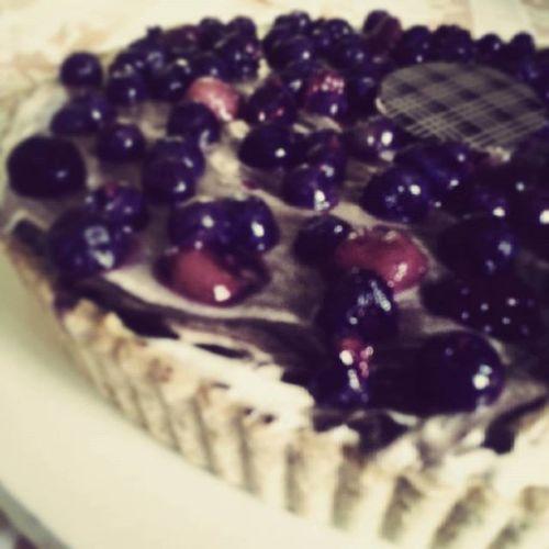 Improvisando Tarta de frutos rojos, crema diplomata y chocolate..