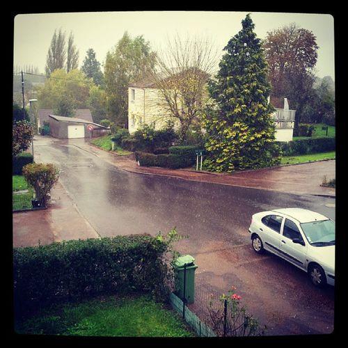 C'est plus la rue mais la rivière de la Victoire...
