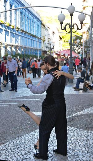 City Street Dancers Leisure Activity Lifestyles Tango Tango Dancers Tango Streetdancing Tango Time