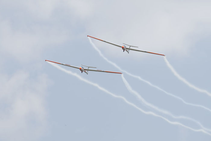 Smoke Teamwork Team Exercising Exercise Glider Air Show Clear Sky Flying Fly In The Air Air Club Romanian  White Wings Aerobatics Airshow Teamwork Flying Coordination Air Vehicle Acrobatic Activity Formation Flying Sports Activity