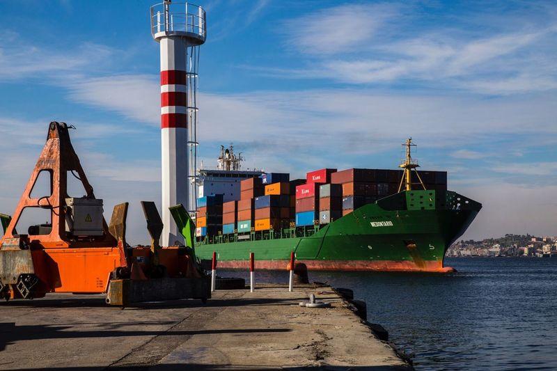 Pastel Power Ships Ship Container Port Izmir Turkey Turkeyphotooftheday Türkiye Turkishfollowers Izmirdeyasam Izmirlife