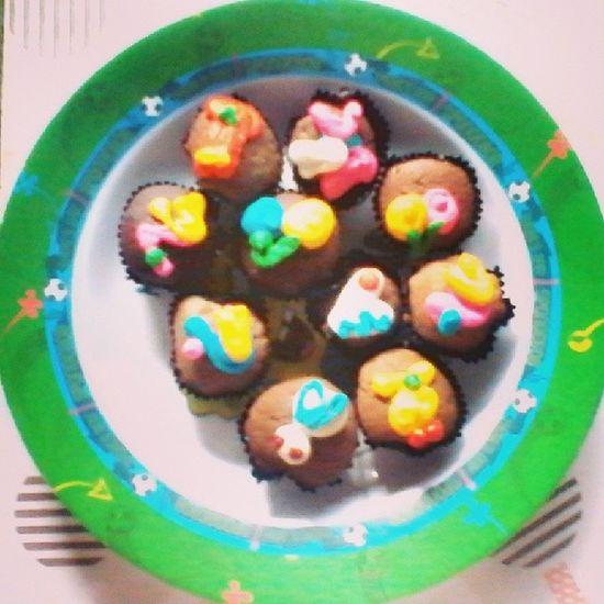 Happy anniversary dear @dedearadea ! Long last with me , love you Love Cake Anniversary Thisday instalike instafollow instahome weekend choco Makasih buat mamah yang rekomendasi kuenya ! Yummy mini brownis