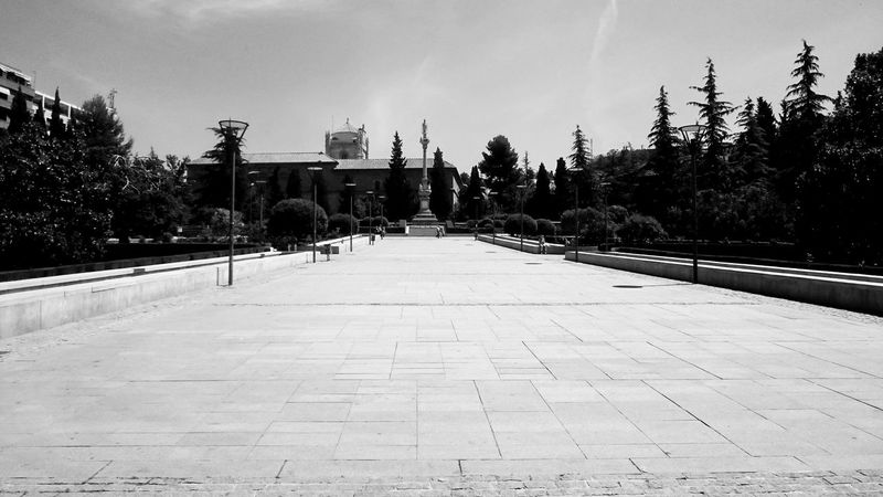 Plaza del Triunfo Relaxing Square Walking Around Architecture Black And White Blackandwhite Building Building Exterior Built Structure City Day Footpath History Monochrome No People Outdoors Park Paving Stone Plant Spirituality Streetphotography The Past Tourism Travel Destinations Tree