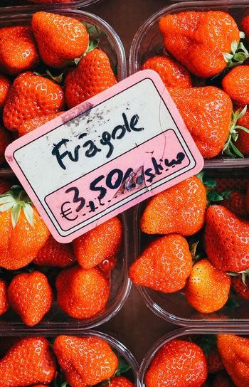 Fragole ❤️❤️🔥 Europe Italy Fruit Strawberry Red Orange - Fruit Text Retail  Price Tag Healthy Eating Communication Market Market Stall Freshness Food And Drink