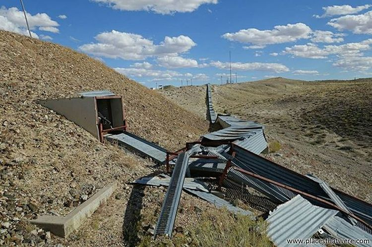 Abandoned Green River Launch Complex More photos and info here: http://www.placesthatwere.com/2016/05/green-river-launch-complex-abandoned.html Abandoned Abandonedplaces Utah Abandonedutah Abandonedmilitarybase Greenriverutah Greenriver Urbanexploration Missile Coldwar Greenriverlaunchcomplex