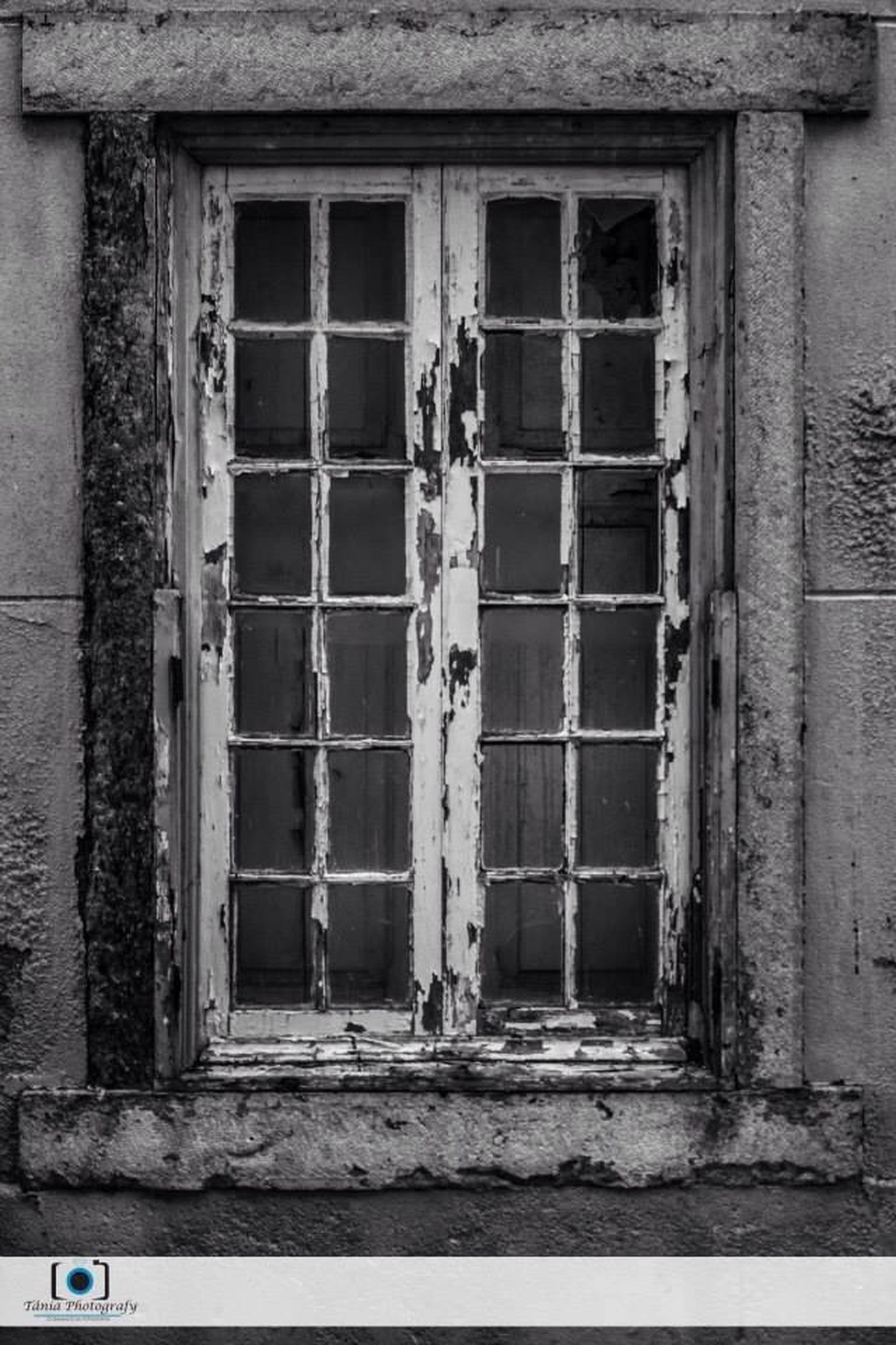 window, architecture, built structure, building exterior, abandoned, old, damaged, obsolete, weathered, house, run-down, door, deterioration, closed, day, wall - building feature, building, wall, bad condition, outdoors