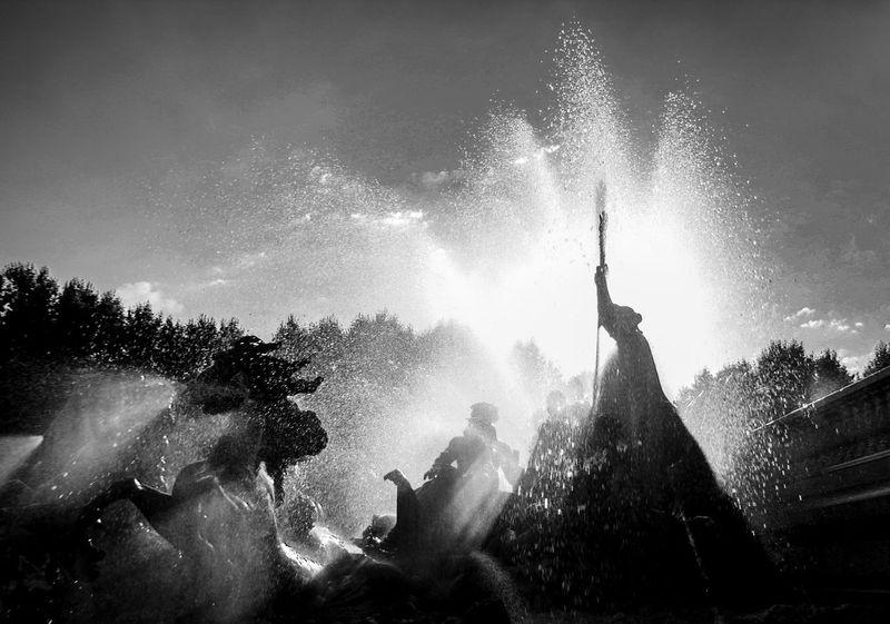 Check This Out Travel Photography Travel EyeEm Gallery Sun Reflection In Drop Sun Behind Horse Statue Bronze Statue Fountaine Fountain Fountain_collection Bordeaux Burdeos France Blackandwhite Black And White Black & White Black&white Bnw_collection Bnw_friday_eyeemchallenge Bnm_captures The Magic Mission