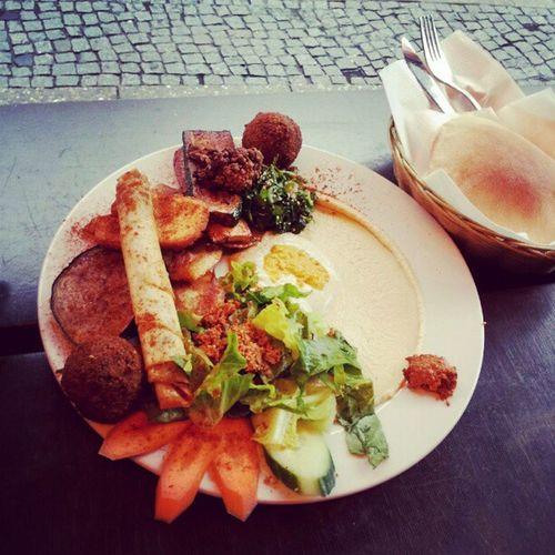 Der kleine vegetarische Teller bei meinem Lieblingsfalafler. Omgnomnom Berlin