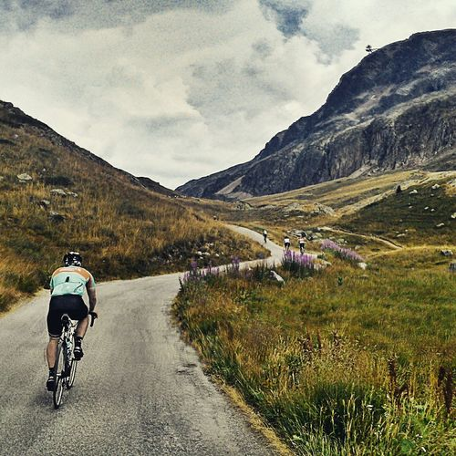 Alpes Cycling Cyclist Cyclists Alpedhuez Mountains Mountainsarecalling Themountainsarecalling Roadslikethese Mountains And Sky France My Best Photo 2015 The Great Outdoors - 2016 EyeEm Awards Cyclists In Landscape My Favorite Photo On The Way Adventure Club The Color Of Sport Cyclingphoto Cyclephotography Hilltop Freedoom  Outdoors Sky Men TCPM