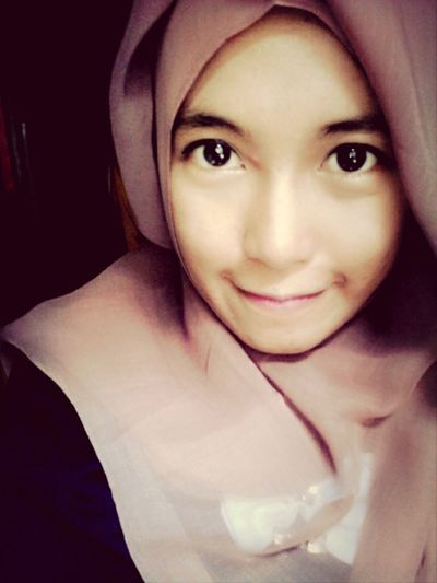 Wear hijab^^ Fashion&love&beauty Fashionista Love Fashion cleareyes My Eyes <3 Big Eyes