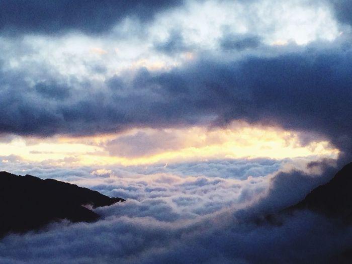 Sunrise @Taichung, Taiwan Freakin cold!! Sunrise Cloud Sea (雲海)