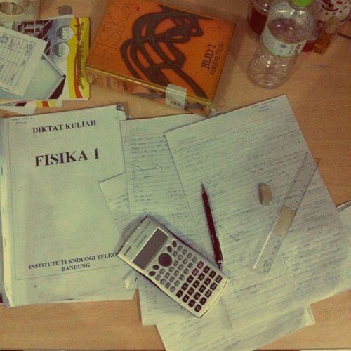 100 questions of physics in two days. Hidup mahasiswa!