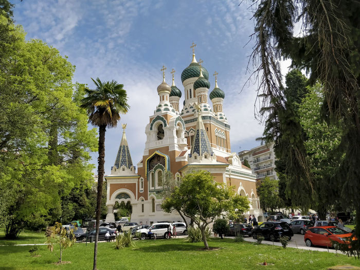 A Beautiful view of Church at Nice, France Car Cars Trees Green Color Church Churches Church Architecture Church Tower Francetourisme France Church Cross Christian Christianity Beautiful Nature Tree City Place Of Worship Religion Statue Sky Architecture Grass Building Exterior Built Structure Yard Grassland Backyard Lawn Idol Golden Color EyeEmNewHere