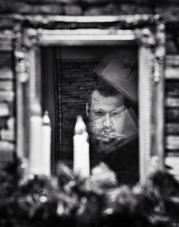 Present pain - MAinLoveWithReflection Staring Stare Down Duel Pain Mirror Mirrors Mirror Reflection Reflection Reflections Reflection_collection Self Selfie Self Portrait This Is Me Mono Monochrome Monochromatic Black And White Bnw Bnw_collection Bnw_captures Xmas Christmas Xmas Decorations - 07.12.2017 - #BadPyrmont