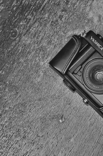 Yashica DX Lieblingsteil Textured  No People Outdoors Close-up Day Film Camera Yashica Dx Architecture Yashica Yashica Dx Film Is Not Dead Filmphotography Focus On Foreground Ebay Camera Photography Photography Gear Sony A5000