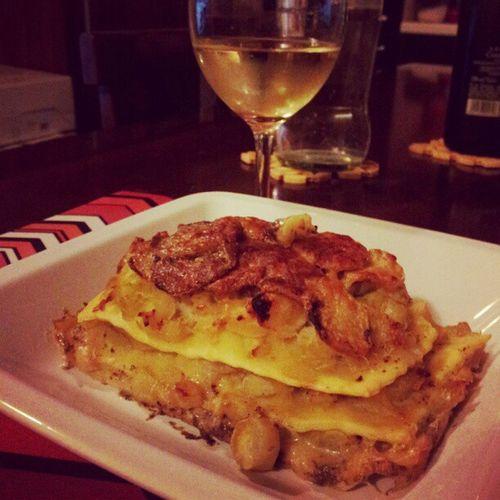 Lasagne porri pesce patate e patè d'olive. Per accompagnare uno Chardonnay King