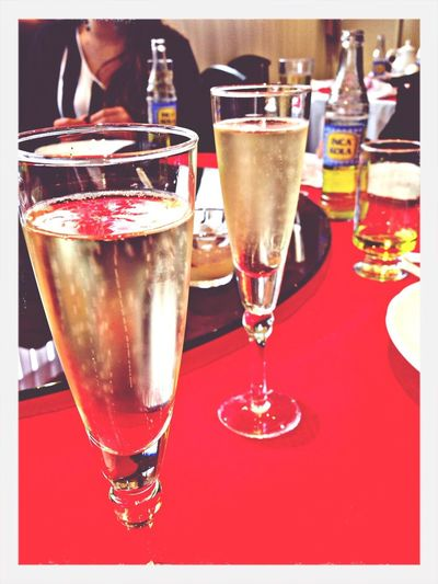 Champan e IncaCola en el chifa Chifa Champagne Inca Kola