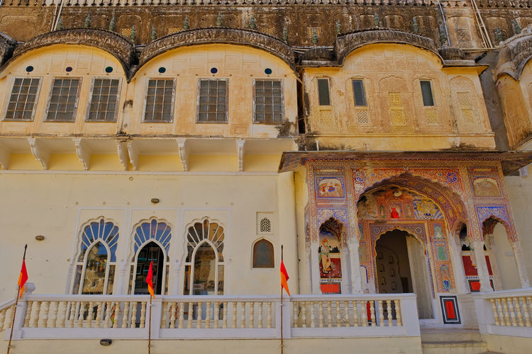 Historical building or Old Castle located in Mandawa, India. Historical Building Old Town Arch Arched Architectural Column Architecture Belief Building Building Exterior Built Structure City Day Historical History Low Angle View Mandawa Mural No People Outdoors Place Of Worship Railing Religion Spirituality The Past Window