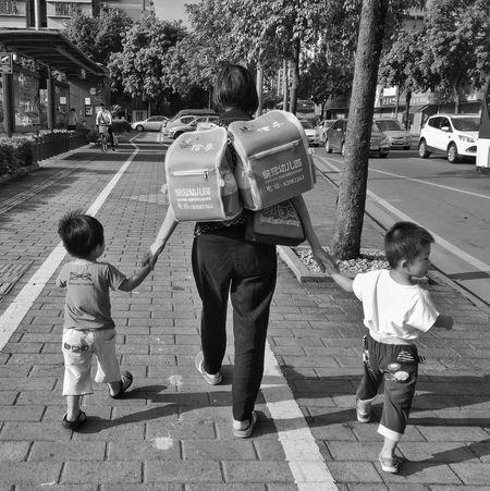 Black And White Street Photography Outdoors Lifestyles Day Kids GoingToSchool China Photos Foshan,China 佛山 Jieto 街头摄影