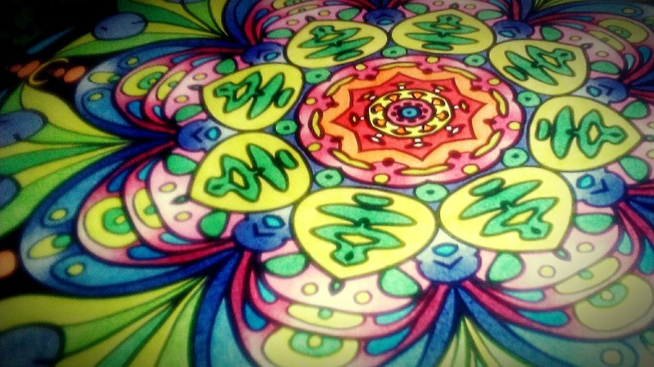 Mandala Colorful Enjoying Life Relaxing Zen Art Therapy Couleurs Handmade Homework Crayons