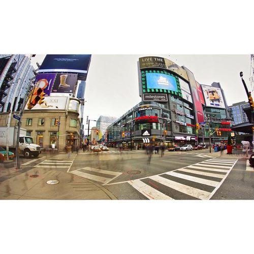 Dundas Square Toronto DiscoverOntario Imagesoftoronto