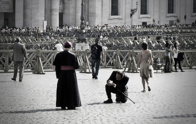 """Cheese"" - San Pietro, Roma Streetphotography Black And White Funny Pics Italy"