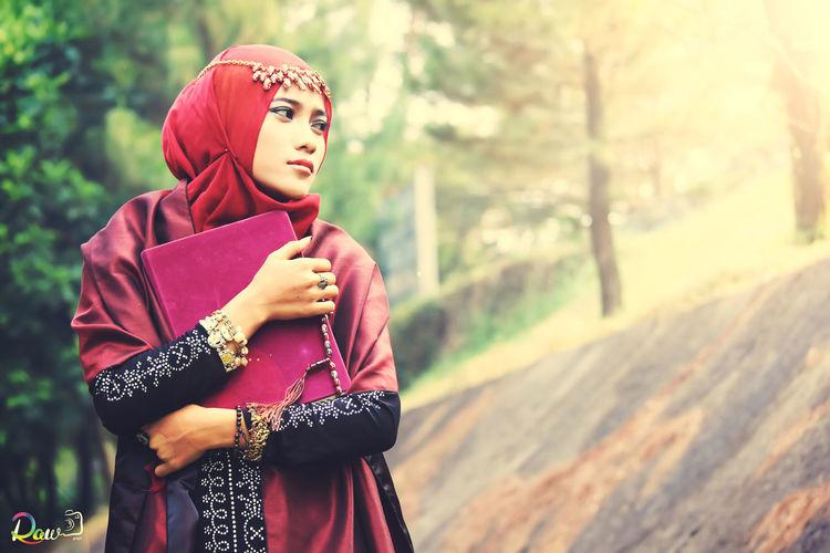 Hijab AlQuran Muslim beauty