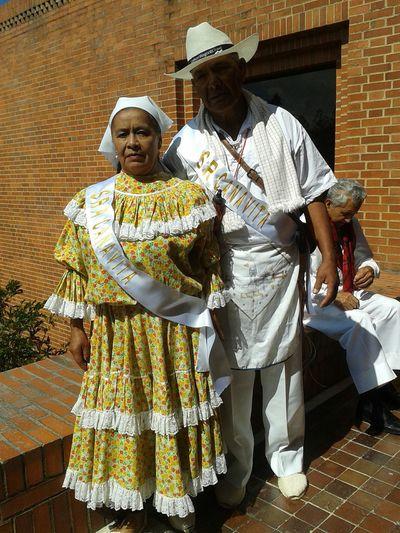 RePicture Ageing mis padres participando con un baile en el reinado del adulto mayor en Tocancipá